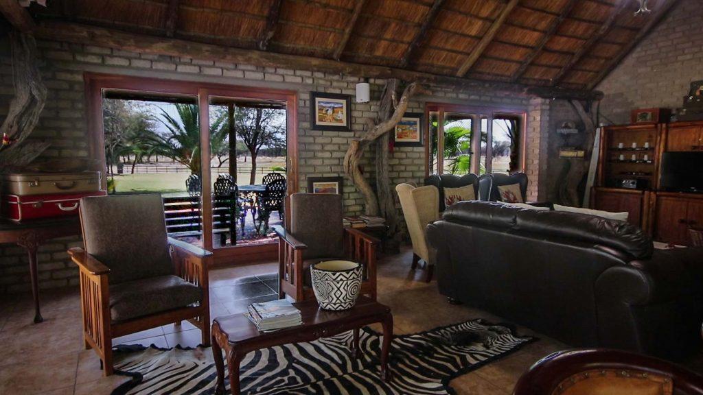 lounge-botswana-ghanzi-accommodation-camping-lodge